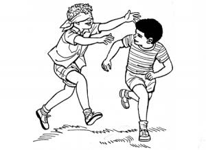 enfants qui jouent à colin-maillard